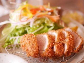 ふわふわ柔らかいとんかつが食べられるお店「COTON食堂(コトンしょくどう)」、テラス席はペット可。/大分県大分市