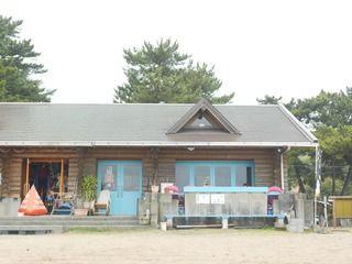 オフシーズンが穴場でおすすめ!海の家「Beach Cafe 砂浜食堂(糸ヶ浜海浜公園内)」、テラス席ペット同伴OK!