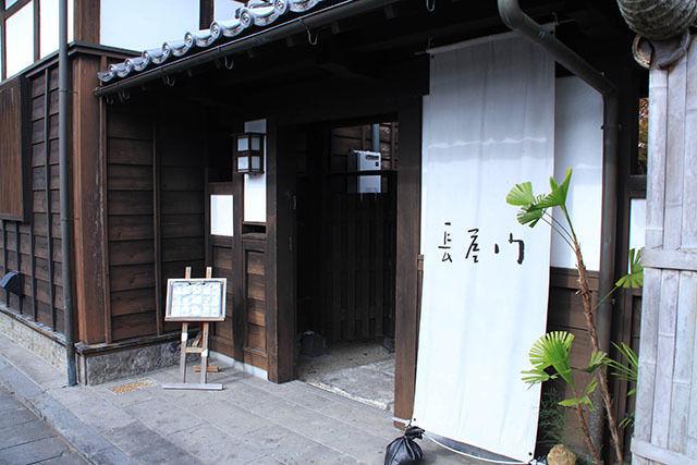 大分県臼杵市の城下町にある「長屋門」中に入ると日本庭園が広がり落ち着く空間【テラス席のみペット同伴OK!】
