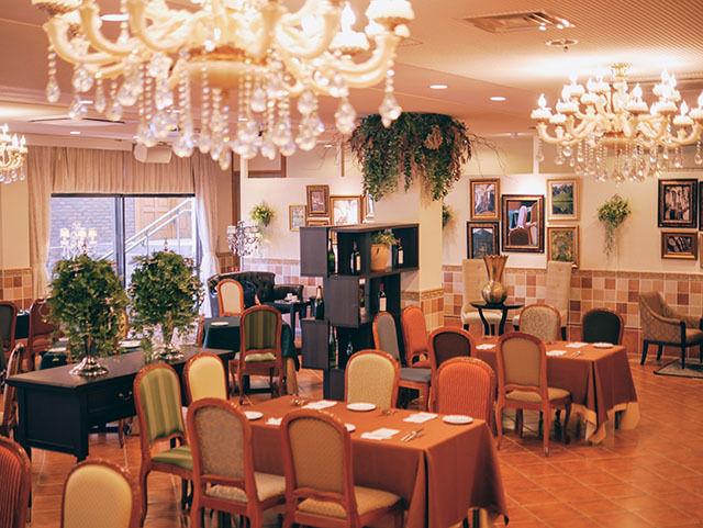 大分県臼杵市の結婚式場「KIJOKAKU(キジョウカク)」さんでは、わんちゃんと一緒にランチ・ディナーも楽しめます!